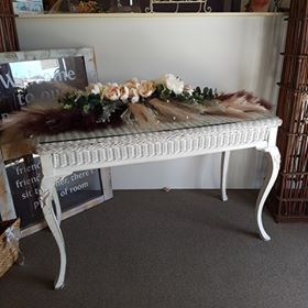 Queen Anne wicker signing table