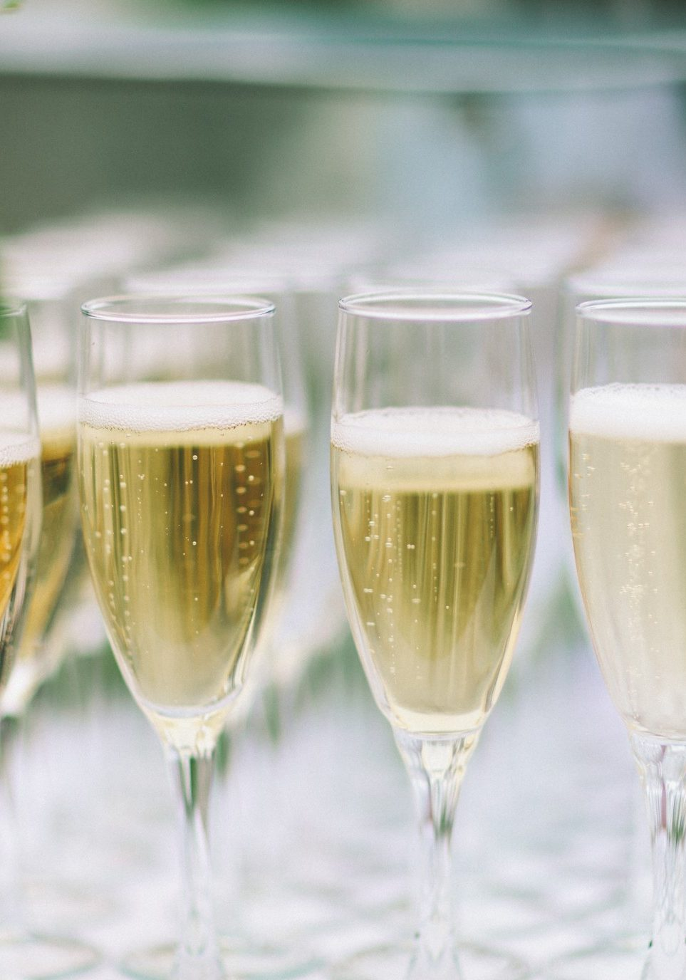 celebration-toast-champagne-drinks-glasses_t20_moPP4r